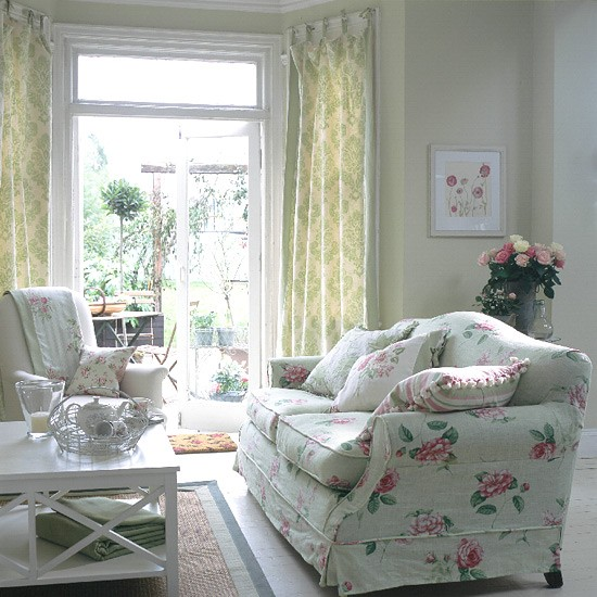 Living Room With Garden: Traditional Living Room With Floral Sofa And Curtains