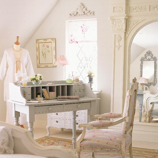 Vintage French Home Decor: French-style Bedroom