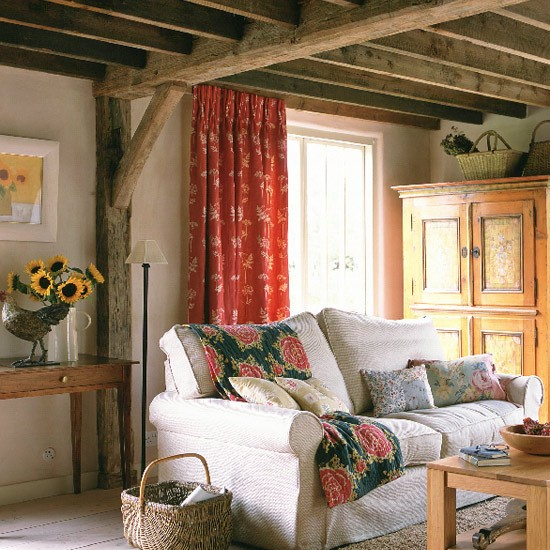 Country Living Room Decorating Ideas: Cream Walls And Exposed Beams