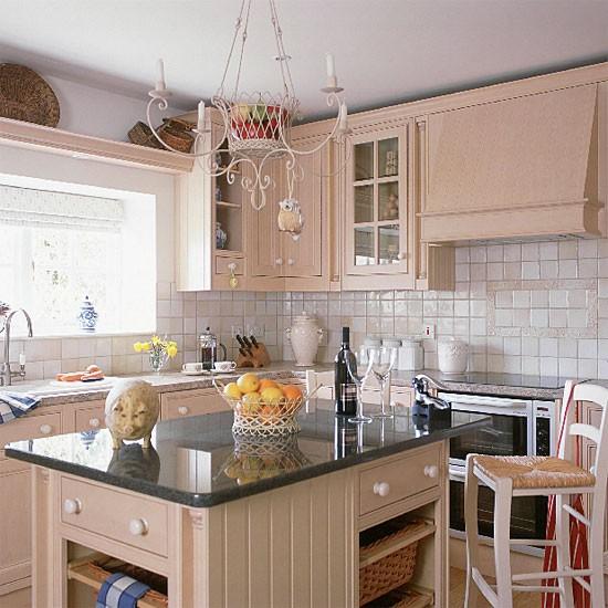 Cream Kitchen Ideas That Will Stand: Cream Traditional Kitchen