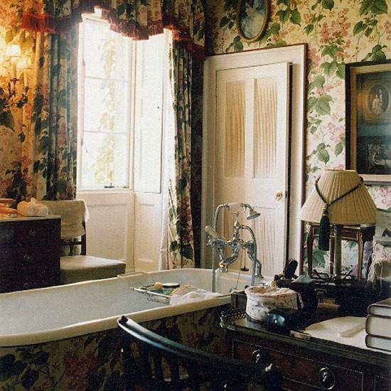 English Country Bathroom Designs: Ensuite Bathroom In Guest Bedroom