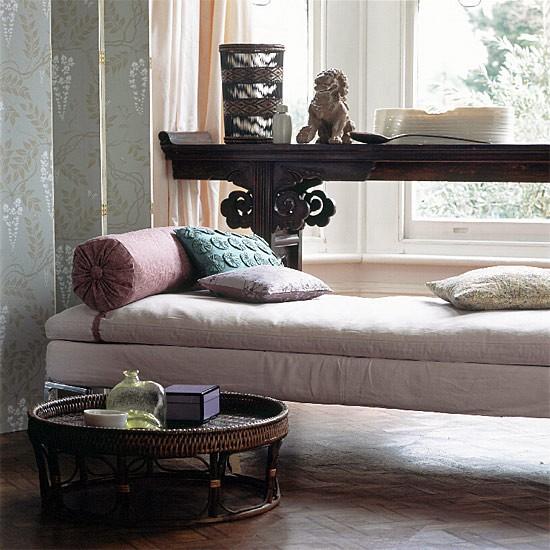 Stylish hallway   Chaise longue and console table   Decorating ... - Deco Ideas Stylish Hallways