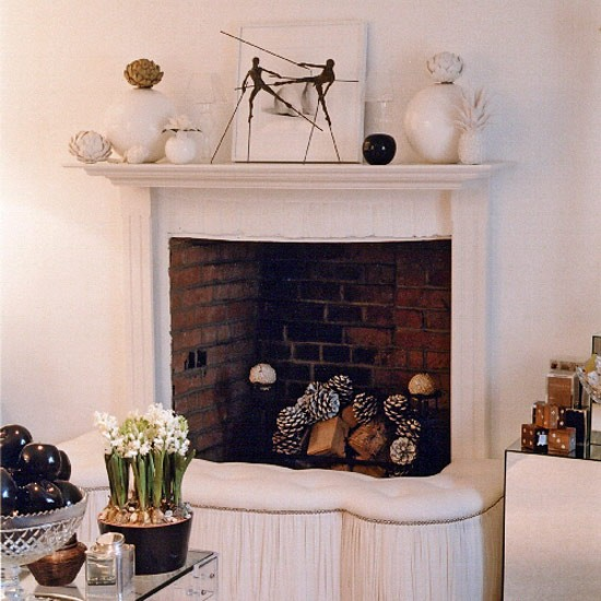 Home Decorating Ideas Uk: Living Room With Classic Fireplace