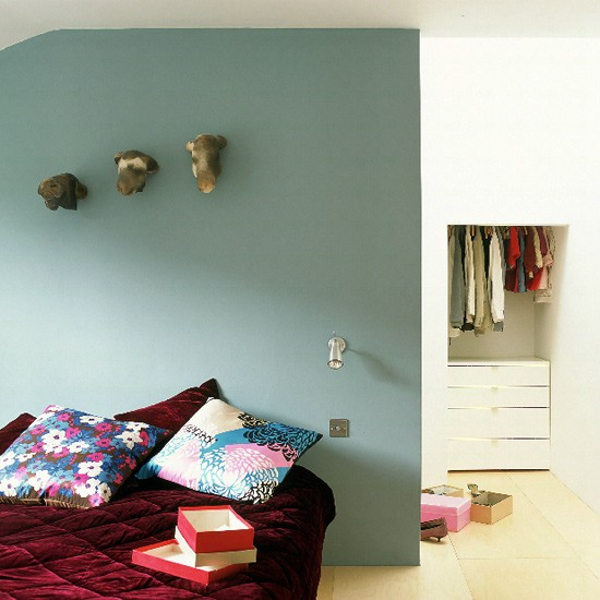 Grey Bedroom Ideas With Calm Situation: Bedroom With Grey-blue Walls And Velvet Quilt