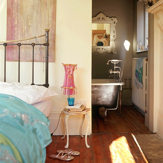 Bedroom With Ensuite Bathroom: Bedroom And En-suite Bathroom With Artistic Touches