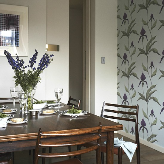 Dining Room Wall Paper: Retro Dining Room With Feature Wallpaper