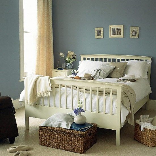 Blue Bedroom Paint Ideas: Blue Bedroom With Painted Wooden Bed