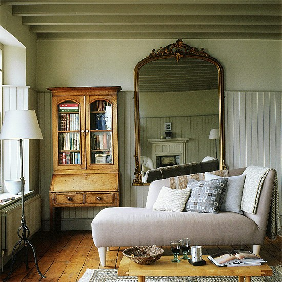 Living Room With Chaise Longue And Vintage Style