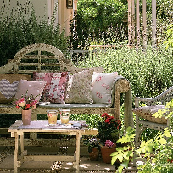 Relaxed Country Garden With Vintage Feel