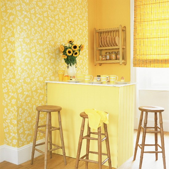 Pale Yellow Country Kitchen: Yellow Kitchen With Breakfast Bar And Pine Accessories