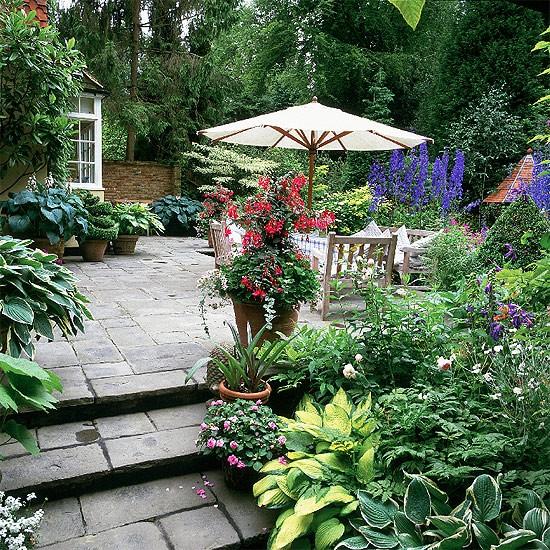 39 Pretty Small Garden Ideas: Pretty Borders Surround A Terrace