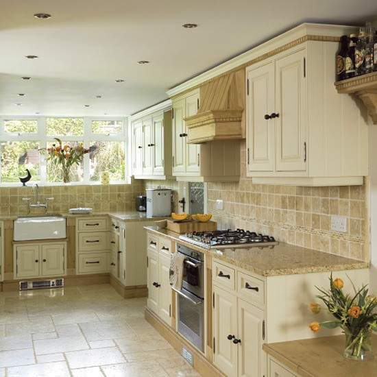 Painted Kitchen Ideas For Walls: Traditional Painted Oak Kitchen