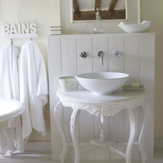 French Country Bathroom Flooring: Simple Country-style Bathroom