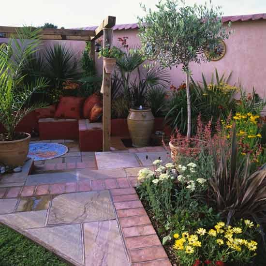 Home Garden Design Ideas: Mediterranean-style Courtyard