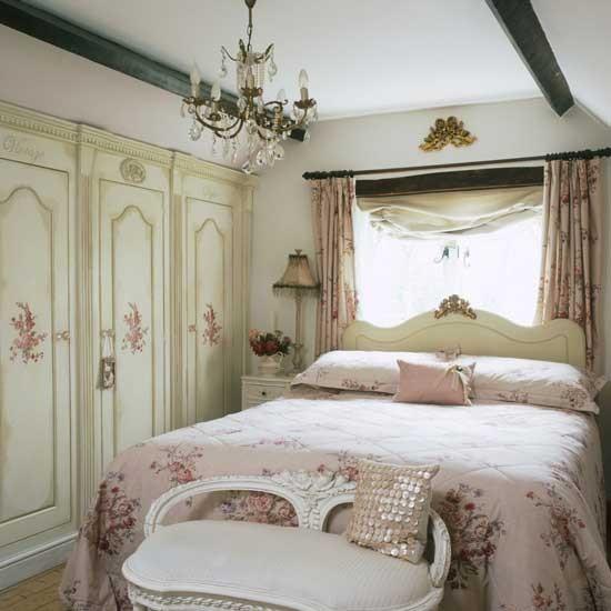 Vintage Bedroom: Vintage-style Bedroom