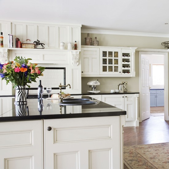Country White Kitchen Cabinets: Modern Country Kitchen