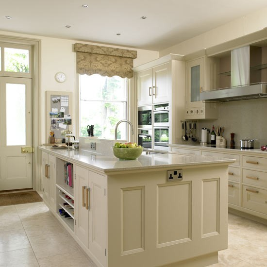 Kitchen Paint Colors With Cream Cabinets: Beige Kitchen With Grey Blind