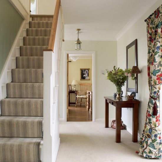 Hallway Decorating Ideas: Chic Country Hallway