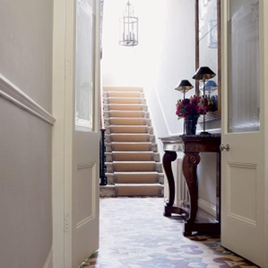 Elegant And Neutral Christmas Foyer: Elegant Tiles Hallway