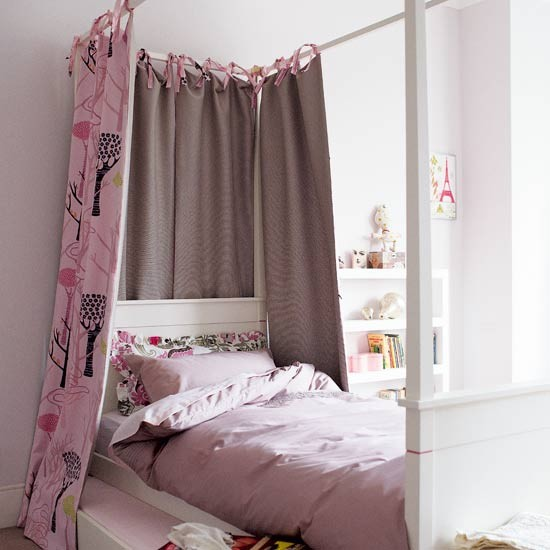 Girly Vintage Bedroom Designs: Cute Four-poster Children's Bedroom