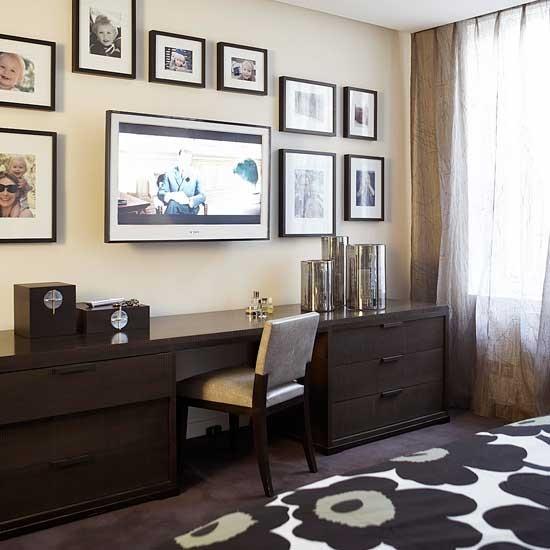 Home Office Room: Flatscreen TV