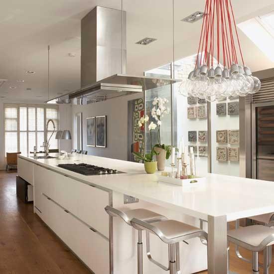 White Contemporary Kitchen Cabinets: Contemporary White And Silver Kitchen