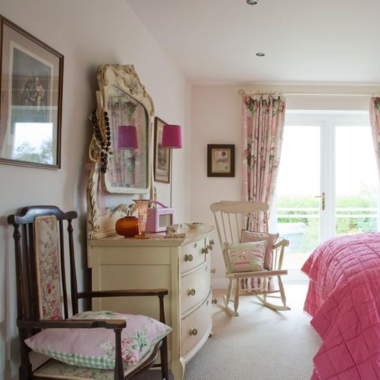 Victorian Bedroom: Victorian Bedroom