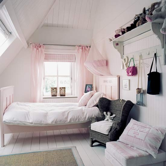 Country-chic Girl's Bedroom