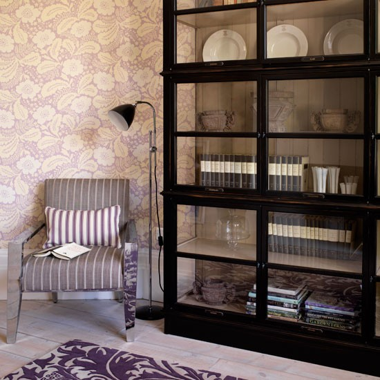 Living Room Cases: Display Cabinet