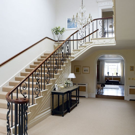 There is lots of going on - Deco Ideas Stylish Hallways