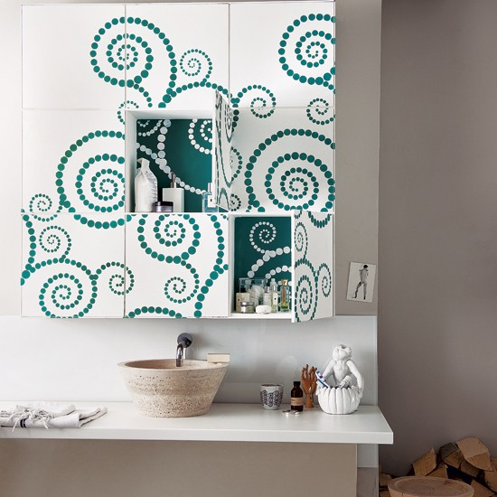 Housetohome Co Uk: Stencilled Bathroom