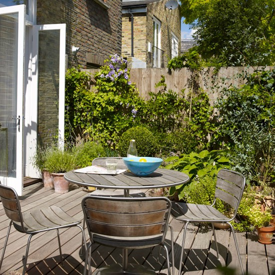 Simple Terrace Garden: Garden Terrace With Decking And Simple Furniture