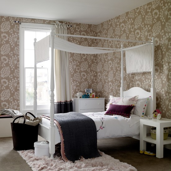 Get A Grown-up Look With Wallpaper