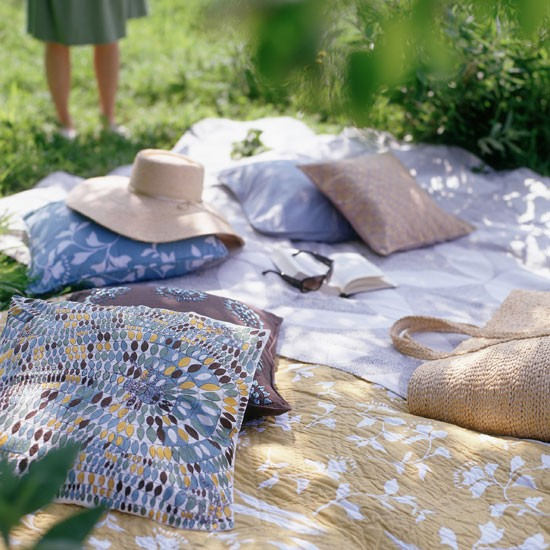 Relaxed Garden Summer House: Outdoor Living Ideas