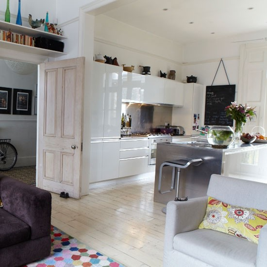 White Kitchen Designs On Open Plan: Open-plan White Kitchen