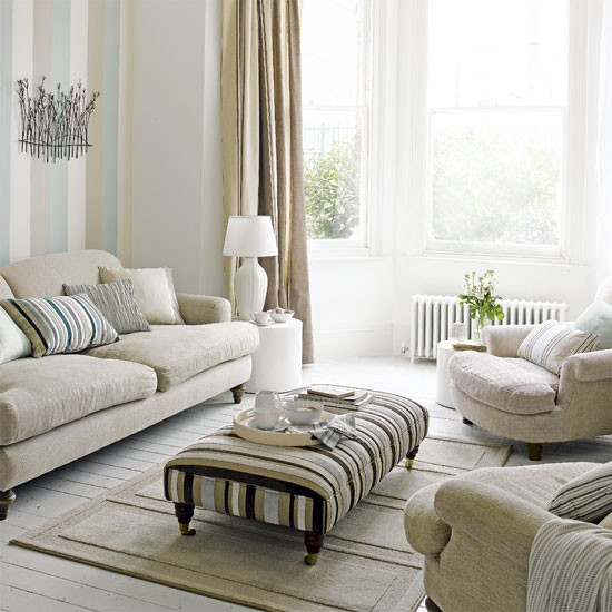 Decorating With Stripes For A Stylish Room: Living Room Decorating Ideas