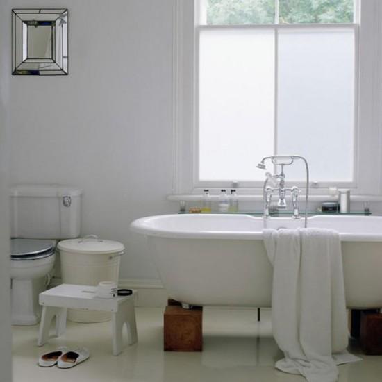 Grey Country Bathroom With Rolltop Bath: Housetohome.co.uk