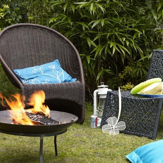 Relaxed Garden Summer House: Summer Garden Barbeque