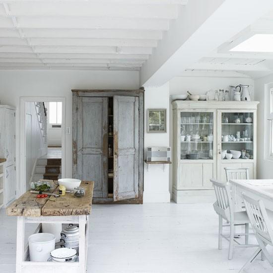 A Modern Bright And Airy Kitchen With Wooden Details: White Modern Kitchen-diner