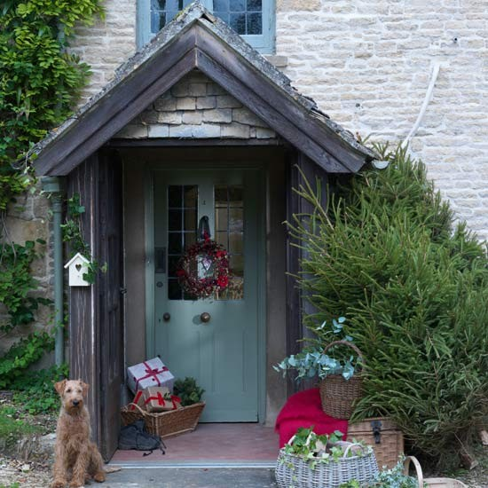 Country Front Door Decorations: Essential Christmas Decorations