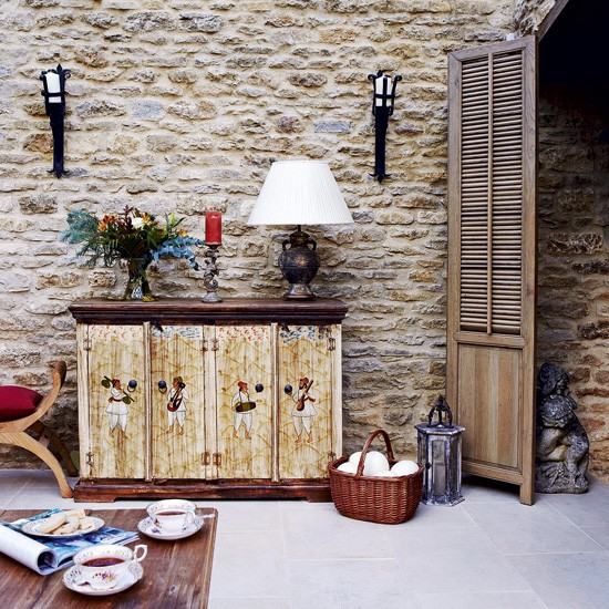 Stone Wall Design Ideas: Living Room With Exposed Stone Wall