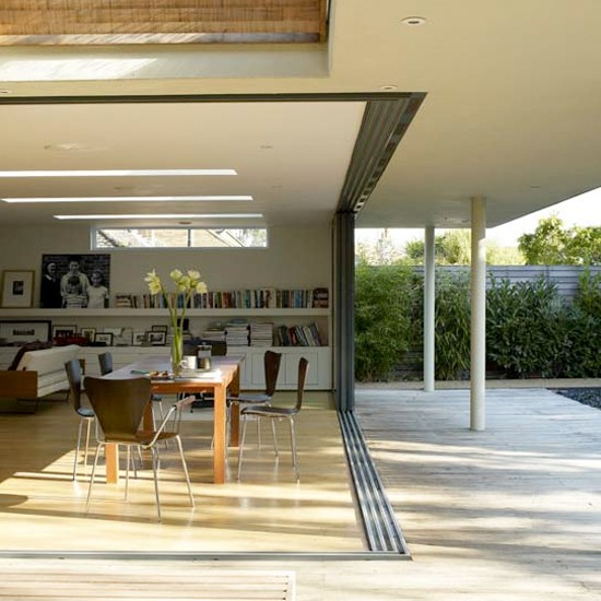 Outdoor Dining Room: Modern Outdoor Dining Area