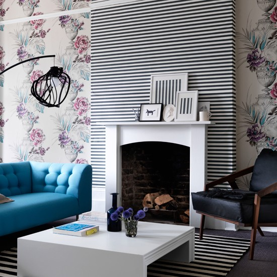 Living Room With Contrasting Wallpaper