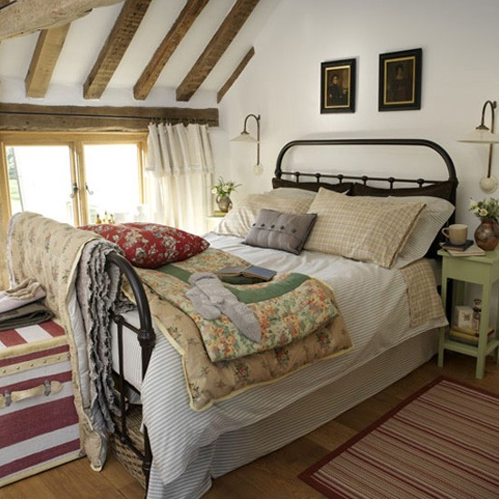 8 Homey Bedroom Ideas That Will Match Your Style: Country-style Bedroom