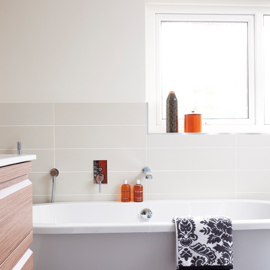 Bathroom Art Orange: Bathroom With Orange Accents
