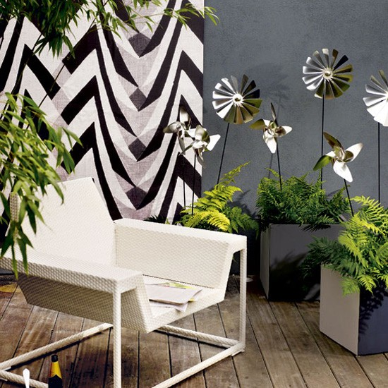 Modern Garden Design Ideas: Team Modern Garden Furniture With Dark Walls