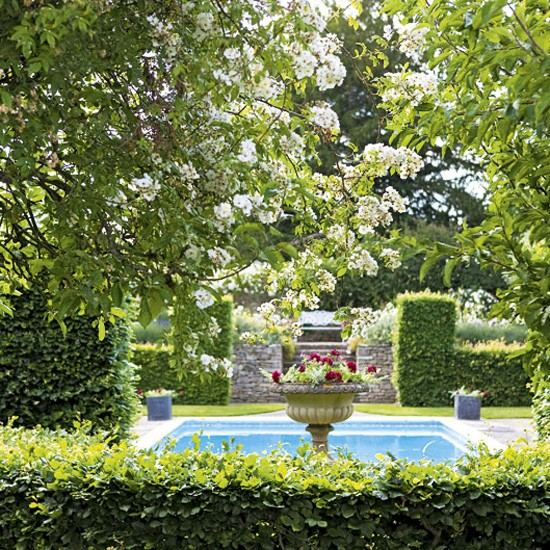 Home Garden Design Ideas: Traditional Garden With Pool