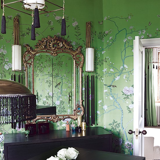 Wallpaper Design For Bedroom: Oriental-style Bedroom With Vivid Green Wallpaper