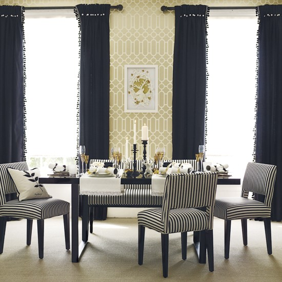 Dining Room Wall Paper: Classic Dining Room