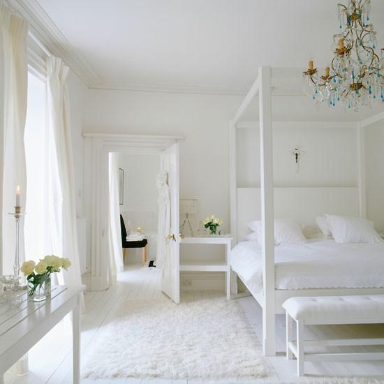 White Bedroom Decor: Chunky, White Four-poster Bed